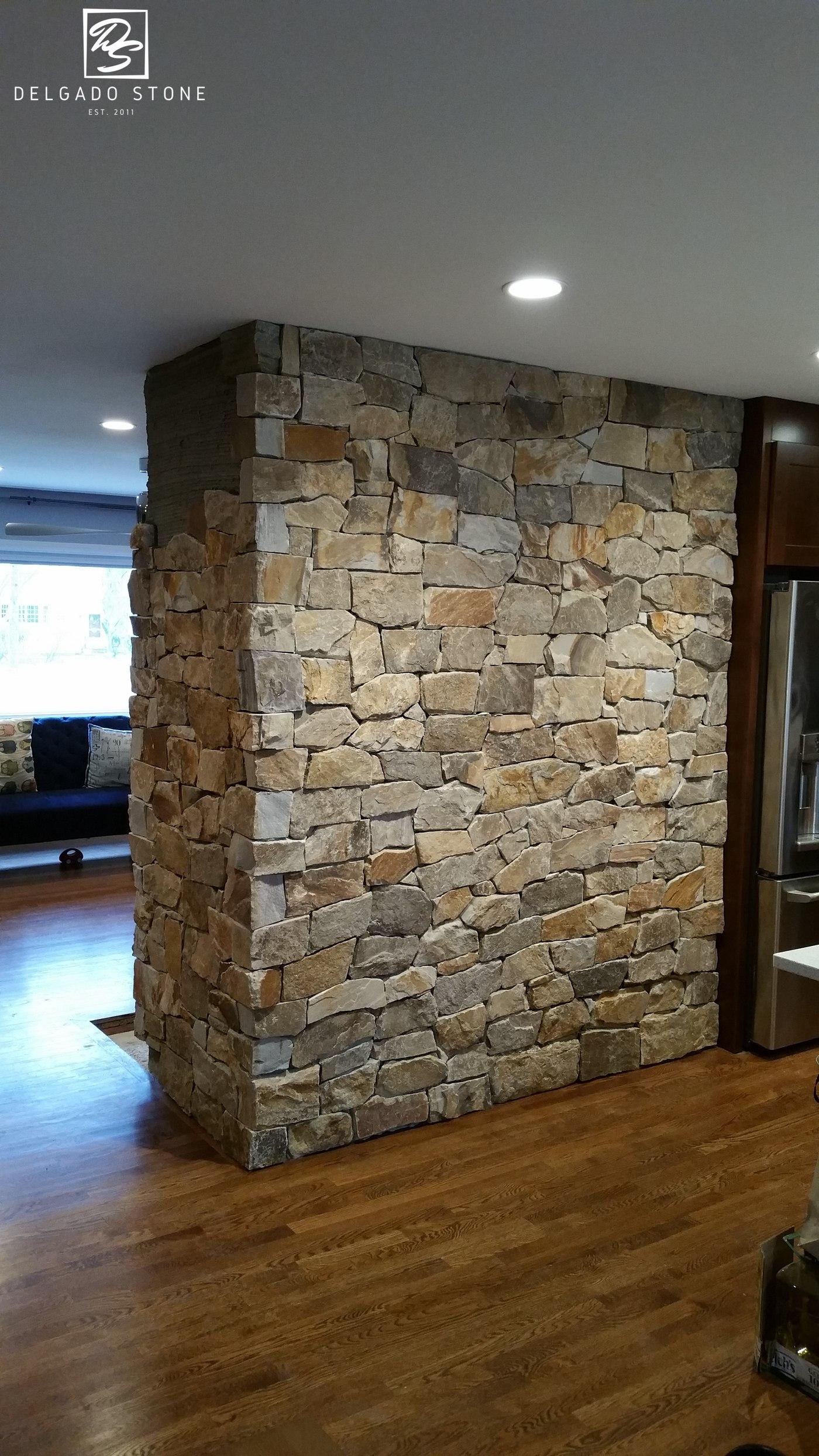Colonial Tan Mosaic Natural Stone Wall